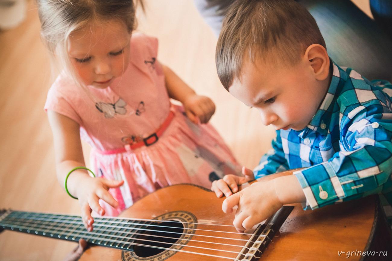 Фото ребенка в музыке